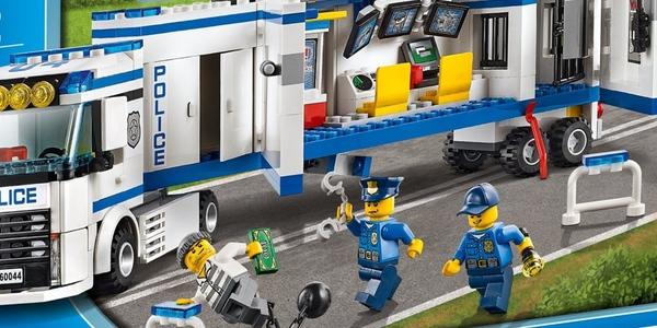Unidad móvil policial LEGO City