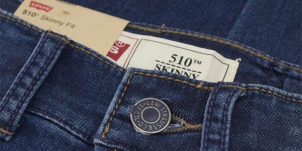 Detalle de la marca en los Levi's 510 Skinny