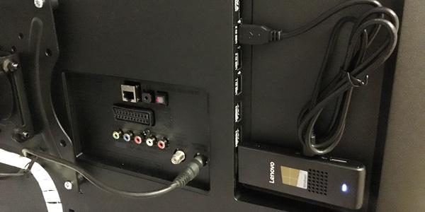 Lenovo Windows 10 micro PC en televisor