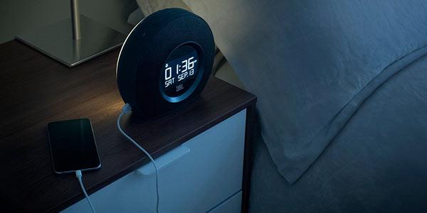 Reloj despertador con altavoz Bluetooth JBL a buen precio