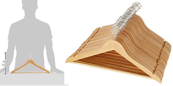 caja 30 perchas de madera resistente AmazonBasics barata
