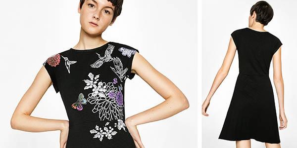 vestido Desigual Encuer con estampado floral y fondo negro chollo