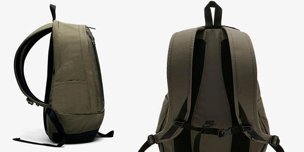 mochila Nike Cheyenne solid con compartimentos pequeños y asas acolchadas