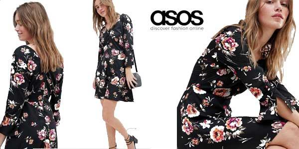 Vestido negro con estampado floral de Influence barato en Asos