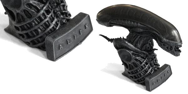 Pack Alien: Hissing Xenomorph And Illustrated Book chollo en Amazon