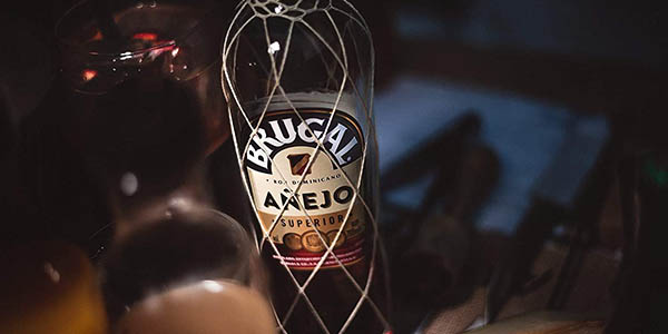 Botella de Ron Brugal Añejo de 1,75L barato
