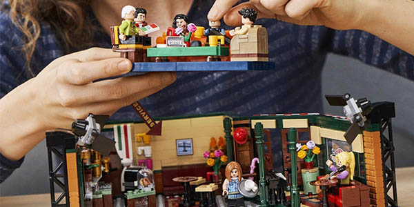 LEGO Friends escenario de Central Perk para montaje chollo