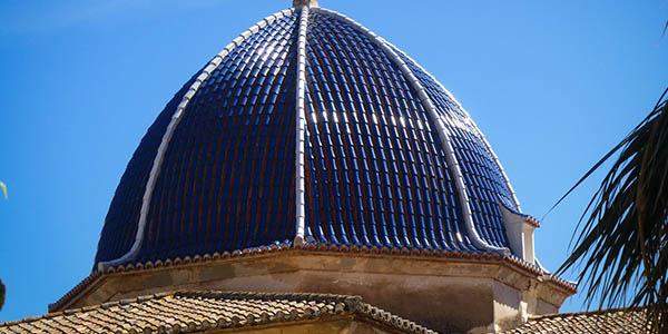 Alicante cúpulas azules templos símbolo de la provincia