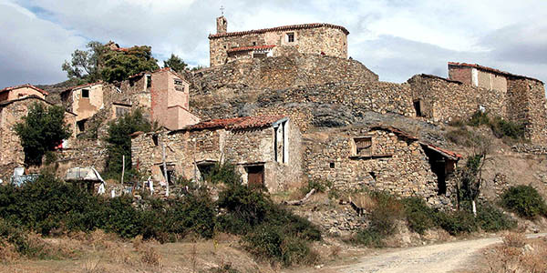Escapada a pueblos abandonados de España con alojamientos económicos cerca