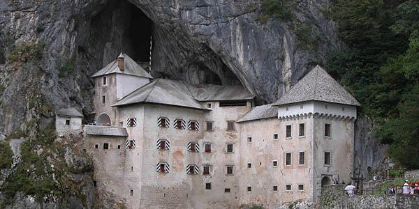 Predejama Castle en Eslovenia
