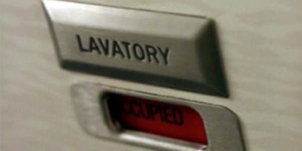 lavabo aviones botón de emergencia exterior