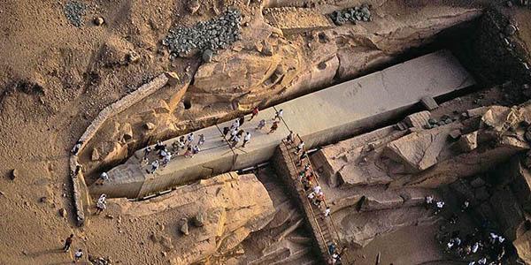 obelisco inacabado Aswan del Imperio egipcio