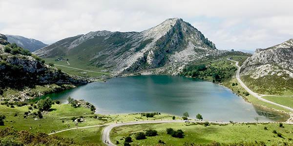 Lagos de Covadonga ruta por los Picos de Europa con hoteles baratos