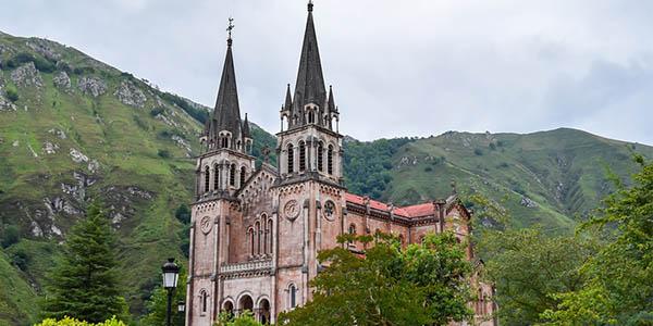 Picos de Europa ruta por Covadonga con alojamientos baratos