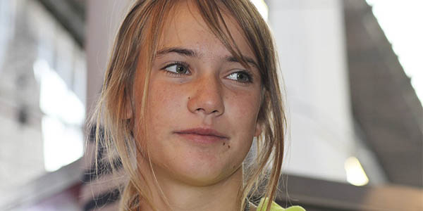 Laura Dekker primera mujer joven vuelta mundo vela