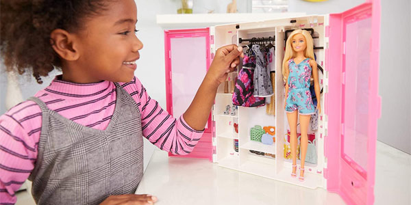 Armario portátil con muñeca Barbie Fashionista chollo en Amazon